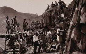 De_Kaap_Gold_Fields,_South_Africa;_miners_of_the_Republic_Go_Wellcome_V0037925